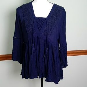 Crown & Ivy size large top